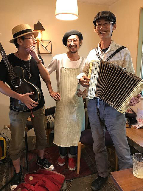1.LIVE at PLOUGHMAN'S LUNCH BAKERY_2017.jpg