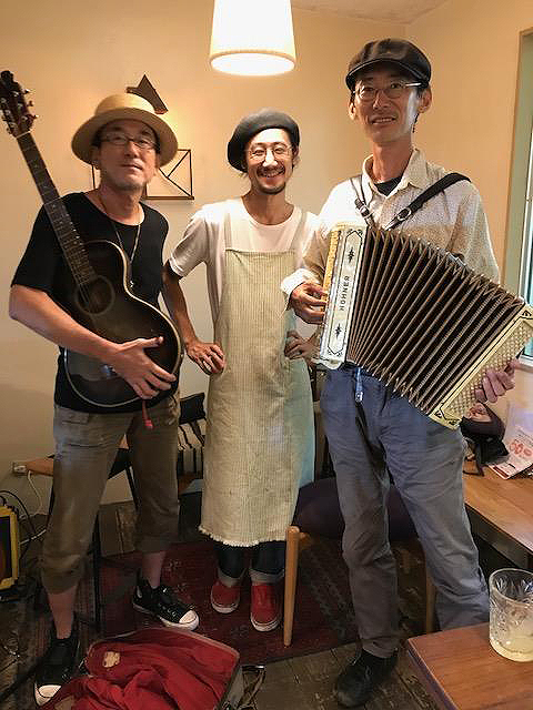 3.LIVE at PLOUGHMAN'S LUNCH BAKERY_2017.jpg