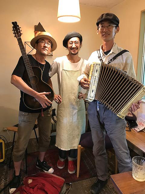 4.LIVE at PLOUGHMAN'S LUNCH BAKERY_2017.jpg